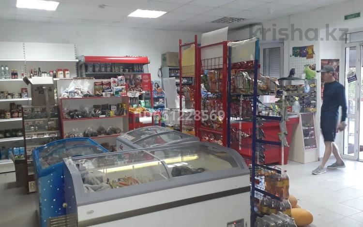 Магазин площадью 83 м², проспект Тауелсиздик 13к3 — Мустафы Шокая за 21.2 млн 〒 в Актобе, мкр. Батыс-2