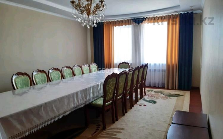 5-комнатный дом, 182 м², 8 сот., Массив Арай 37 за 35 млн 〒 в Таразе