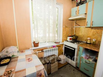 3-комнатная квартира, 62 м², 1/5 этаж, мкр Аксай-2, Мкр Аксай-2 — Саина за 22 млн 〒 в Алматы, Ауэзовский р-н