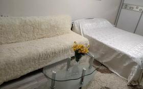 1-комнатная квартира, 44 м² посуточно, Желтоксан — Жибек жолы за 5 000 〒 в Алматы, Алмалинский р-н