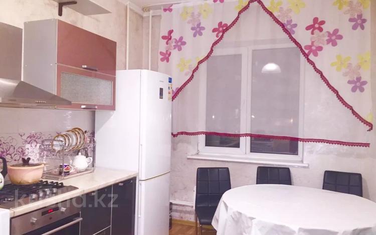 1-комнатная квартира, 40 м² посуточно, Розыбакиева 293 — Аль-Фараби за 8 000 〒 в Алматы, Бостандыкский р-н