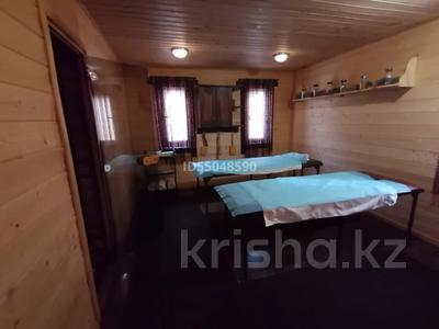 11-комнатный дом посуточно, 1500 м², 40 сот., Оспанова — Достык за 250 000 〒 в Алматы, Медеуский р-н — фото 7