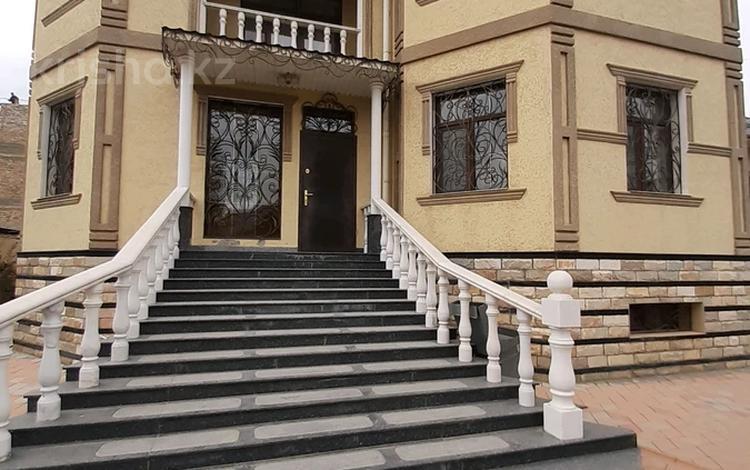 7-комнатный дом помесячно, 450 м², 10 сот., мкр Тараз 33 за 400 000 〒 в Шымкенте, Енбекшинский р-н