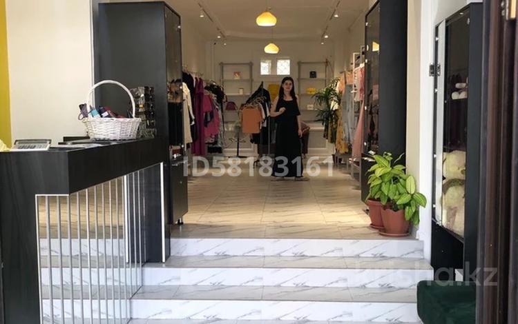 Магазин площадью 66.3 м², Тауке хана 88 — Орынбаева за 57 млн 〒 в Шымкенте, Аль-Фарабийский р-н