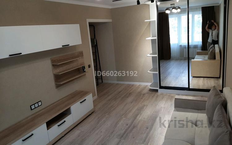 1-комнатная квартира, 33 м², 3/5 этаж, мкр Орбита-1, Навои 11 — Биржана за 17 млн 〒 в Алматы, Бостандыкский р-н