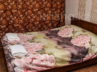 1-комнатная квартира, 36 м², 1/5 этаж посуточно, Ерубаева 48 за 7 495 〒 в Караганде, Казыбек би р-н — фото 2
