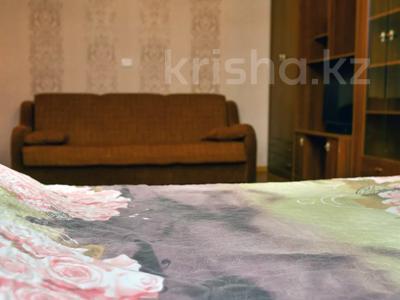 1-комнатная квартира, 36 м², 1/5 этаж посуточно, Ерубаева 48 за 8 000 〒 в Караганде, Казыбек би р-н