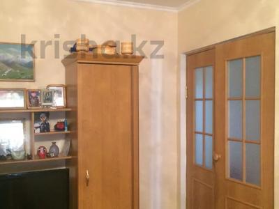 3-комнатная квартира, 65 м², 2/5 этаж, Воинская 2 за 12 млн 〒 в Таразе — фото 2