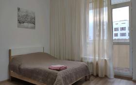 1-комнатная квартира, 35 м², 3/8 этаж посуточно, Кабанбай батыра 60 за 9 000 〒 в Нур-Султане (Астана), Есиль р-н