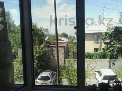 4-комнатная квартира, 82 м², 2/5 этаж, Тлендиева — Жандосова за 26.5 млн 〒 в Алматы, Бостандыкский р-н — фото 9