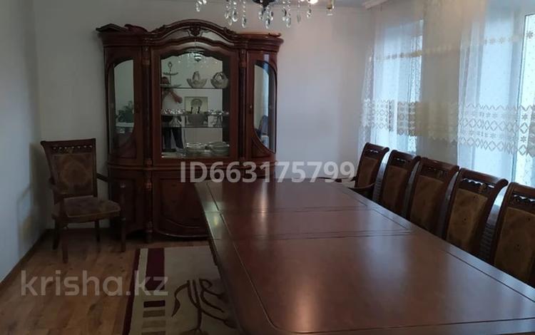 5-комнатный дом, 140 м², 6 сот., мкр Городской Аэропорт 55 за 22 млн 〒 в Караганде, Казыбек би р-н