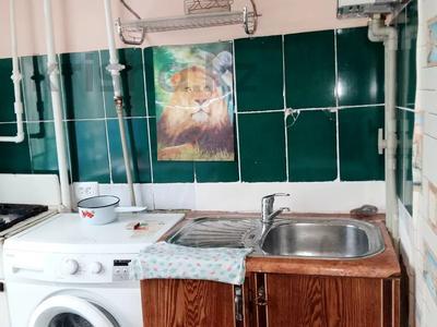 1-комнатная квартира, 32 м², 3/5 этаж посуточно, 16-й мкр. 17 за 5 000 〒 в Шымкенте, Енбекшинский р-н — фото 3