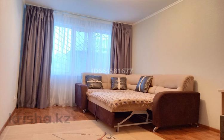 2-комнатная квартира, 65 м², 1/5 этаж посуточно, Хиуаз Доспановой 102 — Петровского за 8 500 〒 в Уральске