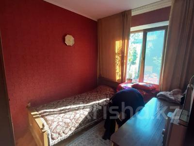 3-комнатная квартира, 55 м², 4/4 этаж, мкр №1, Шаляпина — Берегового за 20.4 млн 〒 в Алматы, Ауэзовский р-н