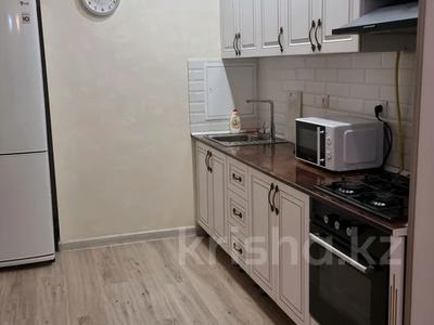 3-комнатная квартира, 70 м², 3/5 этаж посуточно, 11-й мкр 16 за 14 000 〒 в Актау, 11-й мкр