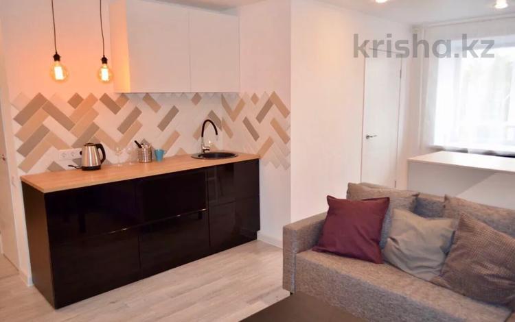 1-комнатная квартира, 35 м², 3/5 этаж посуточно, Академика Сатпаева 11 — Торайгырова за 8 000 〒 в Павлодаре