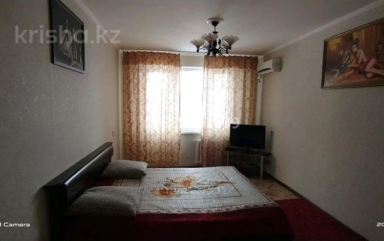 1-комнатная квартира, 32 м², 2/5 этаж посуточно, Ларина за 6 000 〒 в Уральске