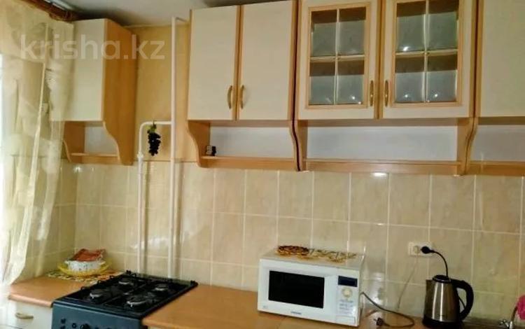 1-комнатная квартира, 33 м², 1 этаж посуточно, Алмазова 102 — Петровского за 6 000 〒 в Уральске