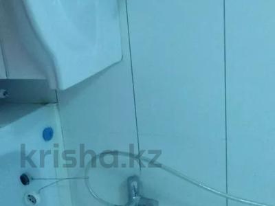 2-комнатная квартира, 60 м², 10/10 этаж, Азербаева 4 за 15 млн 〒 в Нур-Султане (Астана), Алматинский р-н — фото 7