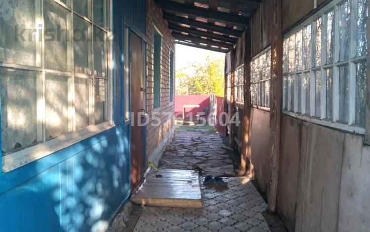 5-комнатный дом, 90 м², 10 сот., Гаражная 16 за 8 млн 〒 в Якоре