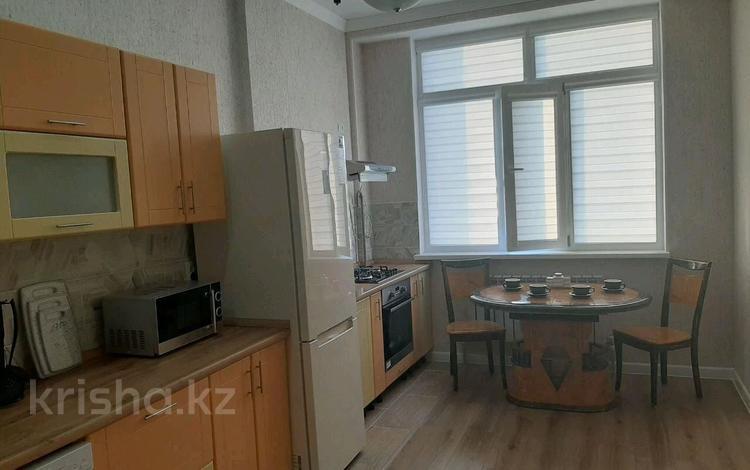 2-комнатная квартира, 70 м², 10/10 этаж помесячно, 13-й мкр, 13-й мик 54 дом за 200 000 〒 в Актау, 13-й мкр