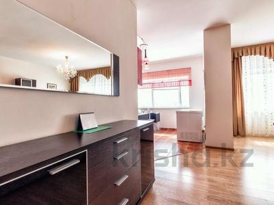 2-комнатная квартира, 110 м², 16/38 этаж посуточно, Достык 5 — Сауран за 12 000 〒 в Нур-Султане (Астана), Есиль р-н — фото 11