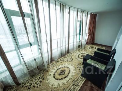 1-комнатная квартира, 75 м², 8/25 этаж посуточно, Мкр 11 112а за 8 500 〒 в Актобе — фото 7