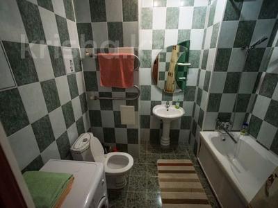 1-комнатная квартира, 75 м², 8/25 этаж посуточно, Мкр 11 112а за 8 500 〒 в Актобе — фото 9