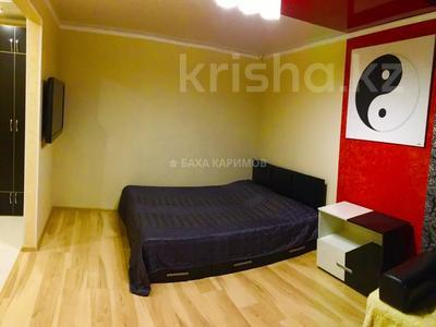1-комнатная квартира, 33 м² посуточно, проспект Нуркена Абдирова 6 — проспект Бухар жырау за 6 000 〒 в Караганде, Казыбек би р-н