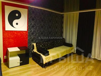 1-комнатная квартира, 33 м² посуточно, проспект Нуркена Абдирова 6 — проспект Бухар жырау за 6 000 〒 в Караганде, Казыбек би р-н — фото 2