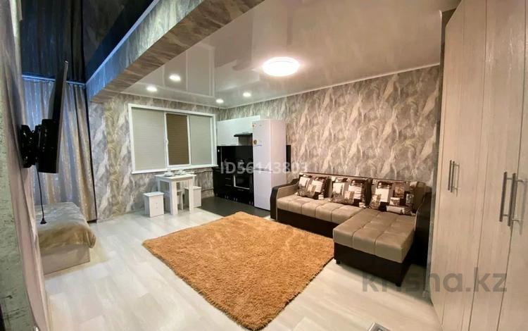 1-комнатная квартира, 32 м², 1/5 этаж посуточно, Казахстан за 10 000 〒 в Усть-Каменогорске