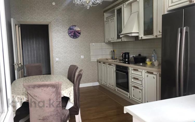 4-комнатная квартира, 120 м², 3 этаж, 38 улица 22-27 за 48.5 млн 〒 в Нур-Султане (Астана), Есиль р-н