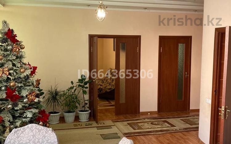 3-комнатная квартира, 120 м², 3/7 этаж, Сулейманова 17 за 35 млн 〒 в Таразе
