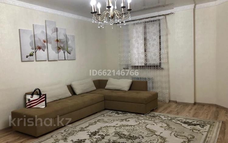 2-комнатная квартира, 77 м², 6/8 этаж помесячно, Уалиханов 21 — Махамбет за 250 000 〒 в Атырау