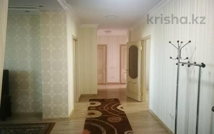 4-комнатная квартира, 130 м², 9/18 этаж помесячно, Сарайшык 5Е — Кабанбай батыра за 230 000 〒 в Нур-Султане (Астана), Есиль р-н
