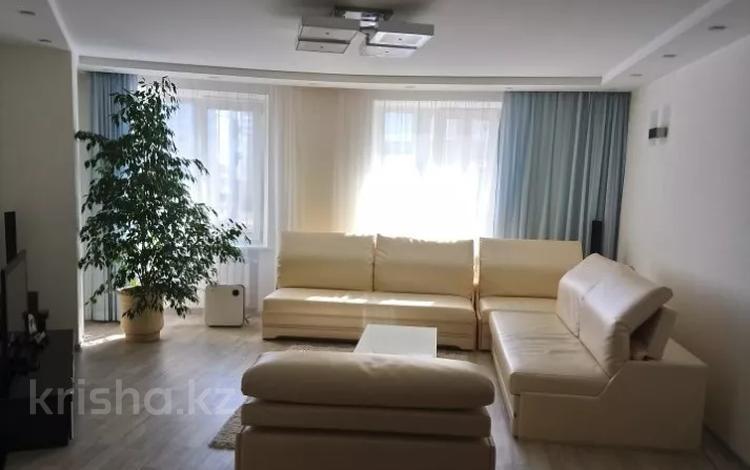3-комнатная квартира, 130 м², 6 этаж помесячно, проспект Республики 3/2 — Мкр Самал за 250 000 〒 в Нур-Султане (Астана), Сарыарка р-н