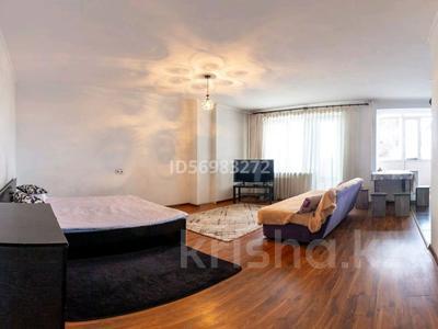 1-комнатная квартира, 50 м², 6/9 этаж посуточно, Тауелсиздик 105 — Гали Орманова за 6 000 〒 в Талдыкоргане — фото 2