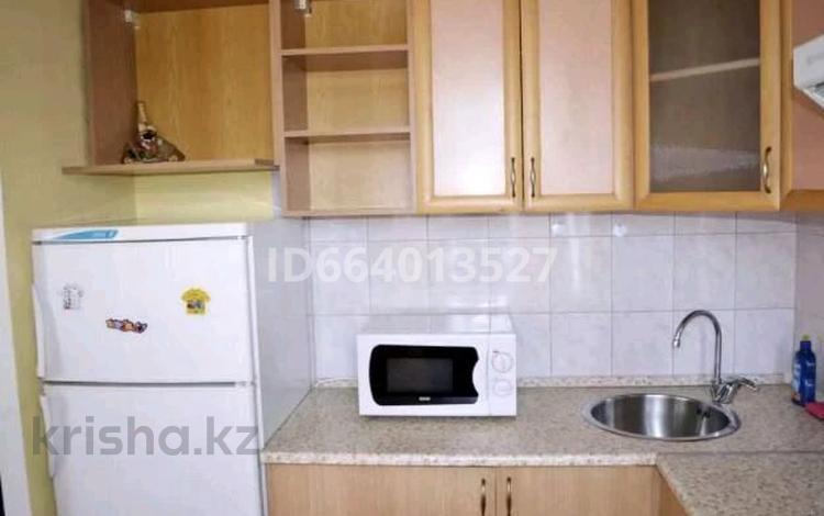 1-комнатная квартира, 59 м², 5/10 этаж посуточно, Сауран 2 — Достык за 5 000 〒 в Нур-Султане (Астана), Есиль р-н