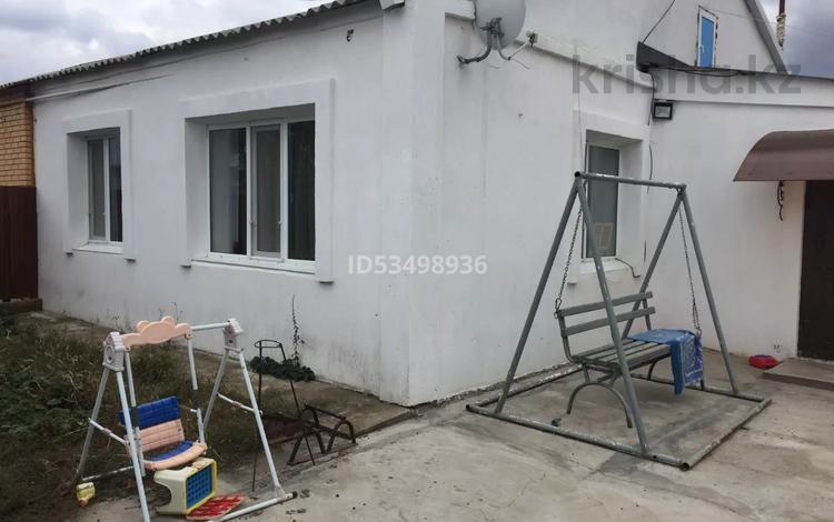 4-комнатный дом, 105 м², 6 сот., Микрорайон Автомобилист 73 за 13.5 млн 〒 в Уральске