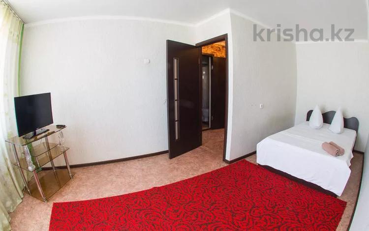 1-комнатная квартира, 39 м², 3/4 этаж посуточно, Лободы за 6 000 〒 в Караганде, Казыбек би р-н