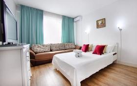 1-комнатная квартира, 56 м² по часам, мкр Тастак-2, Брусиловского 163 за 2 000 〒 в Алматы, Алмалинский р-н
