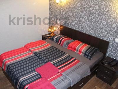 1-комнатная квартира, 35 м² посуточно, Абдирова 50/2 — КарГТУ за 5 500 〒 в Караганде, Казыбек би р-н