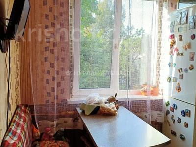 3-комнатная квартира, 58 м², 4/4 этаж, мкр №10 А, Мкр №10 А — Койчуманова за 19.8 млн 〒 в Алматы, Ауэзовский р-н — фото 3