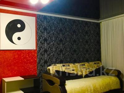 1-комнатная квартира, 33 м² посуточно, Бухар жырау 58а за 6 000 〒 в Караганде, Казыбек би р-н — фото 6