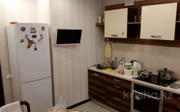 2-комнатная квартира, 75 м², 5/10 этаж помесячно, Туркестан 8 — Алматы за 120 000 〒 в Нур-Султане (Астана), Есиль р-н