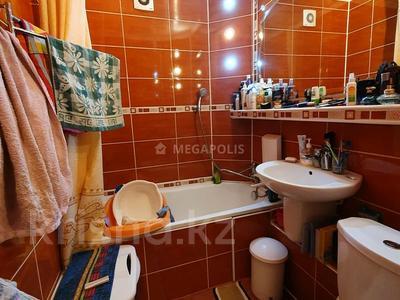 3-комнатная квартира, 60 м², 4/5 этаж, Нуркен абдирова 50/2 за 14.8 млн 〒 в Караганде, Казыбек би р-н — фото 13