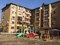2-комнатная квартира, 76 м², 3/5 этаж помесячно, Абулхаир хана за 120 000 〒 в Уральске