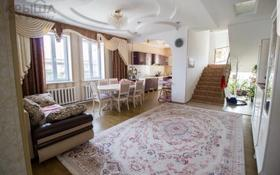 9-комнатный дом, 320 м², 10 сот., Кудерина — Кабанбай батыра за 75 млн 〒 в Талдыкоргане