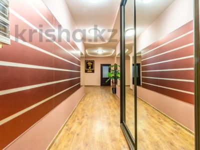 3-комнатная квартира, 170 м², 14/30 этаж помесячно, Аль-Фараби 7 за 600 000 〒 в Алматы — фото 2