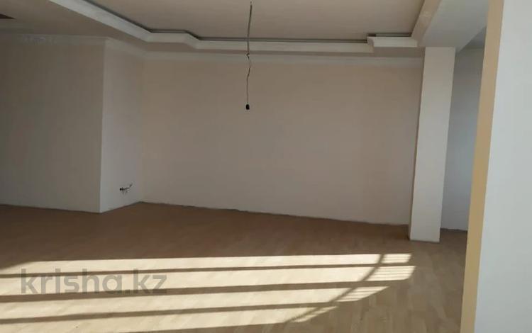 5-комнатная квартира, 360 м², 9/10 этаж, Достык — Аль-Фараби за 140 млн 〒 в Алматы, Медеуский р-н